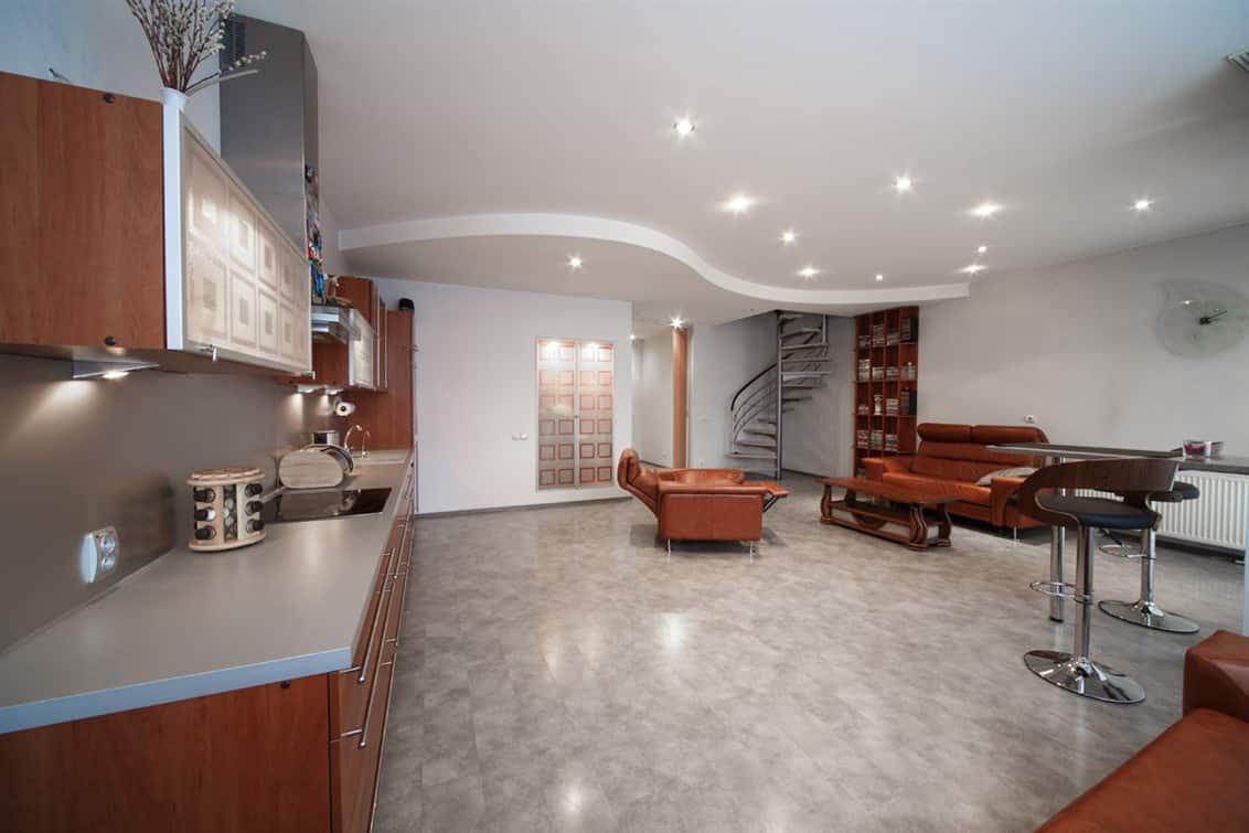 (Latviešu) Pārdod mūsdienīgi izremontētu divstāvu dzīvokli Rīgā. ID: 281