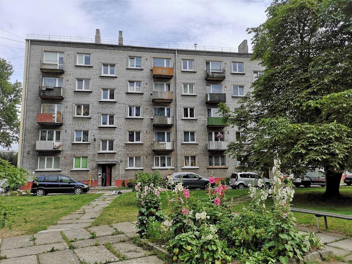 (Latviešu) Pārdod 2-istabu dzīvokli pašā centrā. ID:287