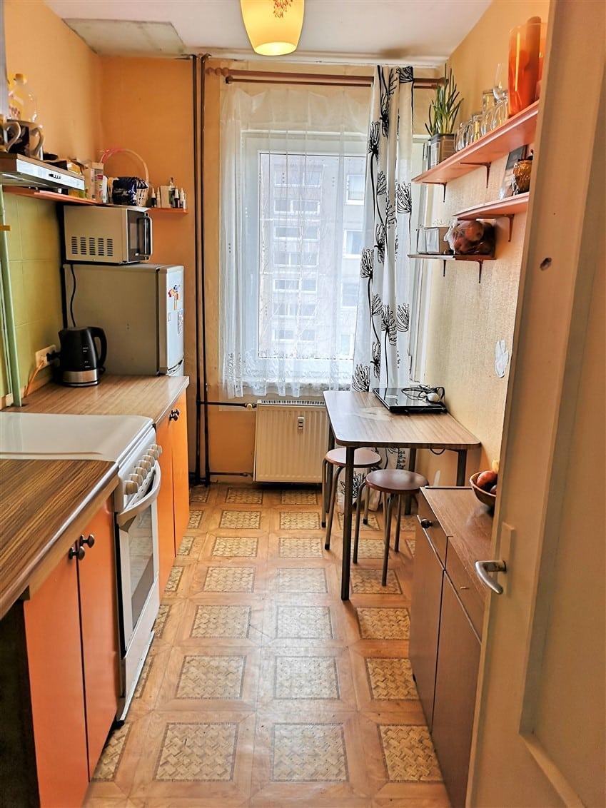 (Latviešu) Pārdod 2-istabu dzīvokli renovētā mājā Ezerkrastā. ID: 303