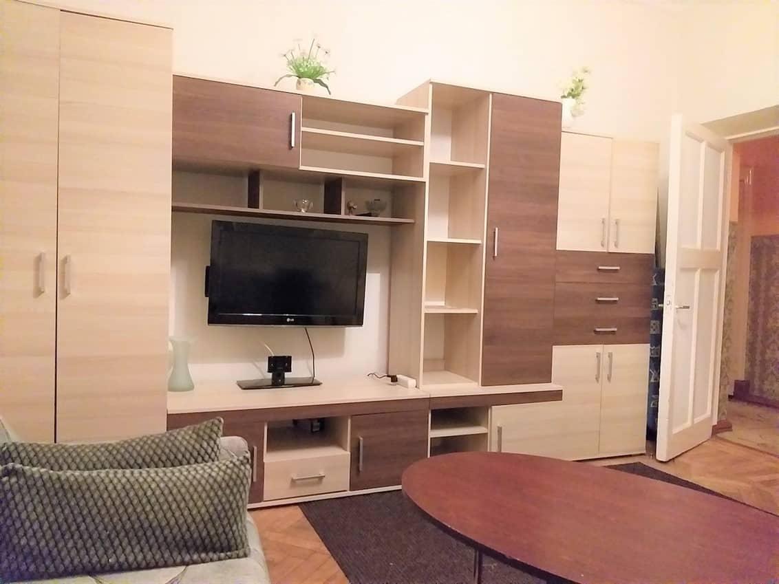 (Latviešu) Pārdod plašu 2-istabu dzīvokli Staļina laika mājā, Laumas rajonā. ID: 305