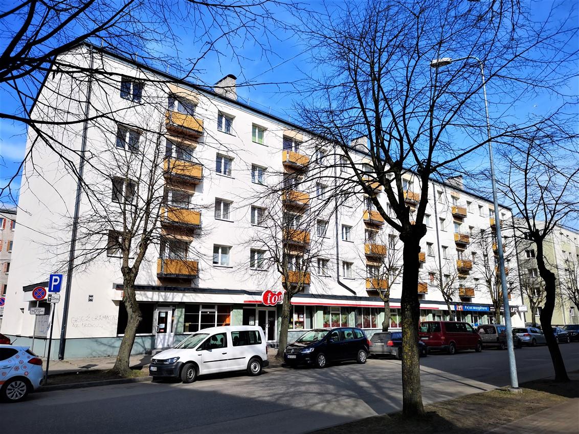 (Latviešu) Pārdod 3-istabu dzīvokli renovētā mājā Piejūras parka rajonā. ID: 306