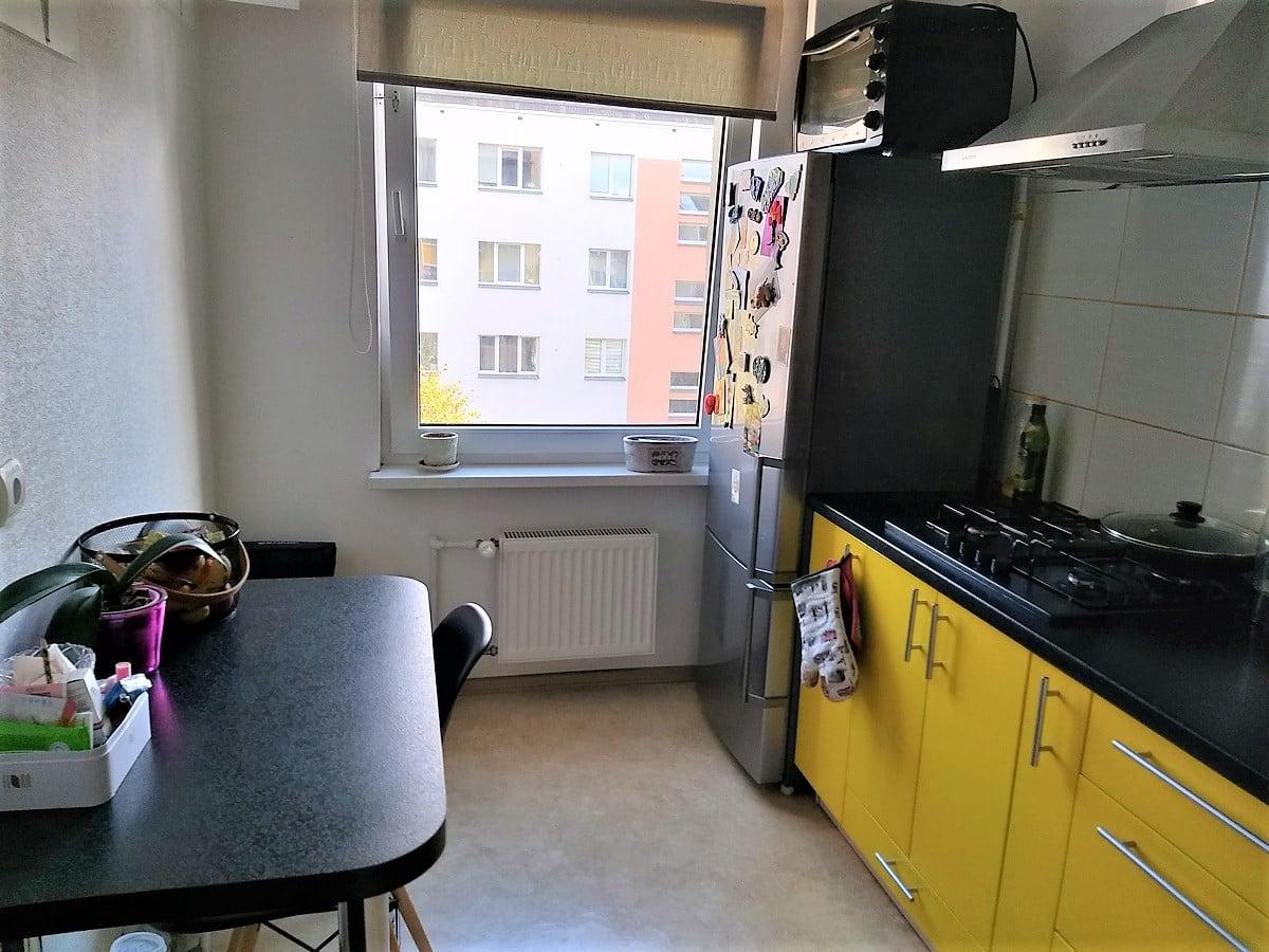 (Latviešu) Pārdod 2-istabu dzīvokli renovētā mājā, klusajā centrā. ID : 308