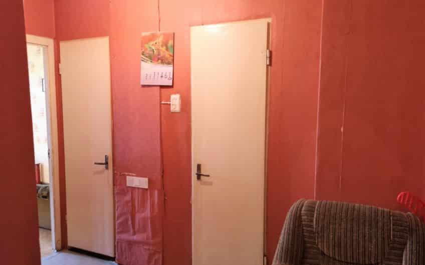 (Latviešu) Pārdod 2-istabu dzīvokli renovētā mājā Ezerkrastā. ID:312