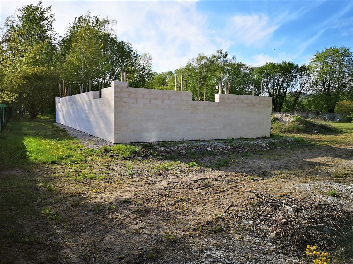 (Latviešu) Pārdod autoservisa jaunbūvi ar zemi 3959 m2 Laumas rajonā. ID: 309