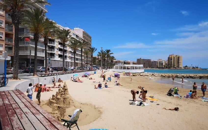 (Latviešu) Pārdod 2-istabu dzīvokli reģionā Alikante, Torrevjeha pilsētas centrā, Spānijā. ID:316