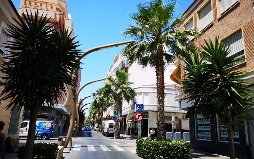 (Latviešu) Pārdod 3-istabu dzīvokli reģionā Alikante, Torrevjeha pilsētas centrā, Spānijā. ID:318