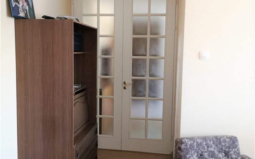(Latviešu) Pārdod izremontētu 3-istabu dzīvokli renovētā mājā Dienvidrietumu rajonā. ID: 321