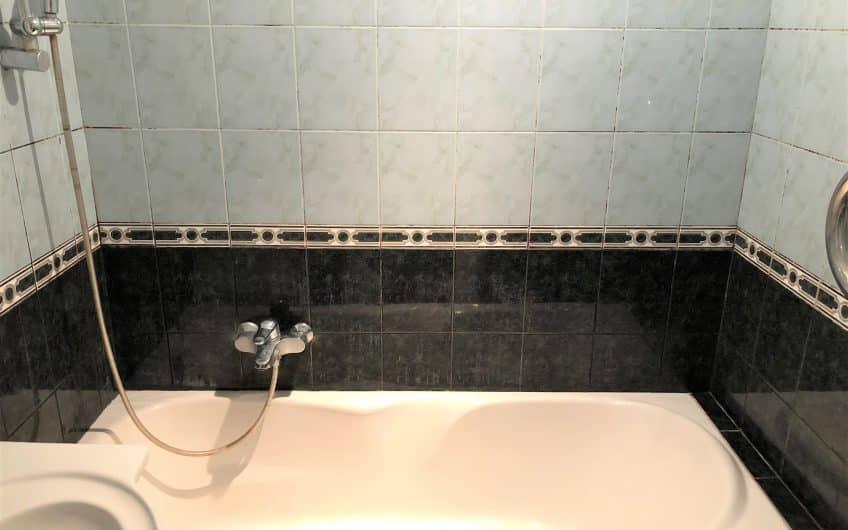 (Latviešu) Pārdod 3-istabu dzīvokli renovēta mājā  Ezerkrastā 1, Liepājā. ID:330