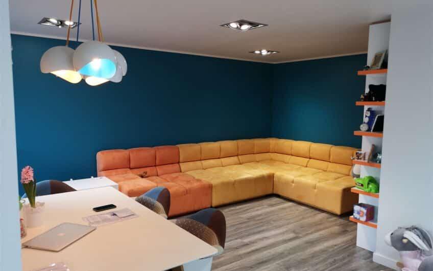 (Latviešu) Pārdod izremontētu un mēbelētu 2-istabu dzīvokli Ezerkrastā 2, Liepājā. ID: 331