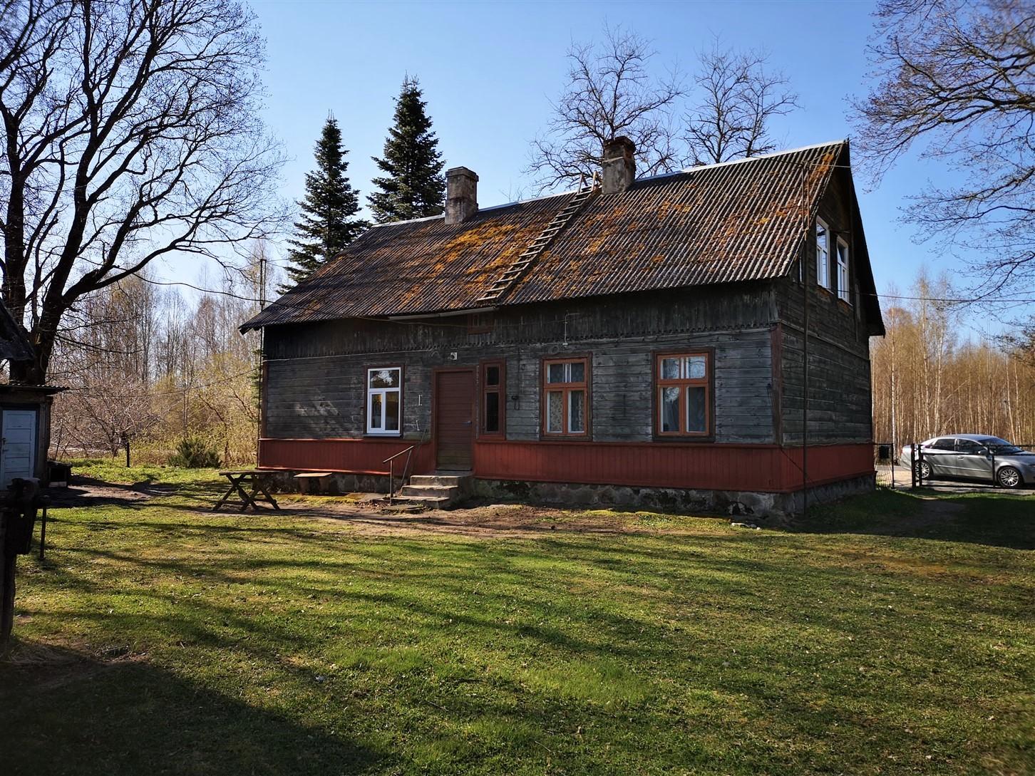 Продается двухэтажный деревянный дом с земельным участком, ул.Клуса 10, Скрунда. ID: 335
