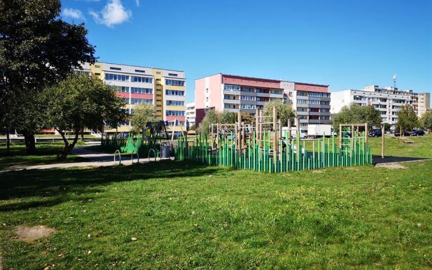 (Latviešu) Pārdod 3-istabu dzīvokli renovēta mājā  Ezerkrastā 1, Liepājā. ID: 343