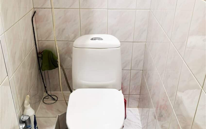 (Latviešu) Pārdod daļēji izremontētu 2-istabu dzīvokli Ezerkrastā 2, Liepājā. ID: 345